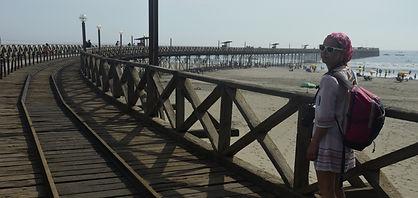 By Mc à la plage, la jetée de Pimentel voyage au Pérou