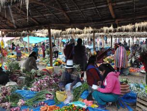 A la découverte du marché artisanal de Chinchero  - La Vallée Sacrée