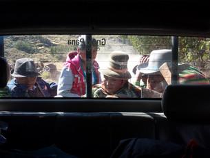 Co-voiturage au Pérou, dans la campagne de Cuzco