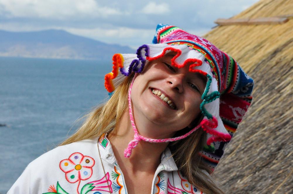 Le chapeau en forme de fleurs de Cantuta, pour les filles célibataires