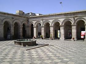Circuit sur mesure au pérou l'église de la Compagnie de Jésus à Arequipa