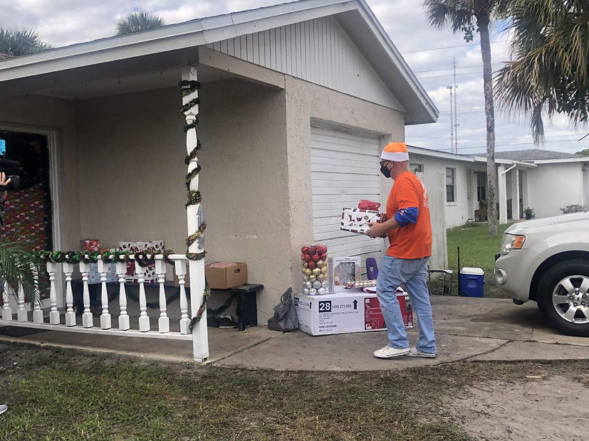 Veteran's family receives free gifts and decorations ahead of Christmas