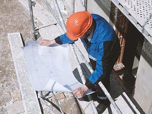 Schauen über Baupläne