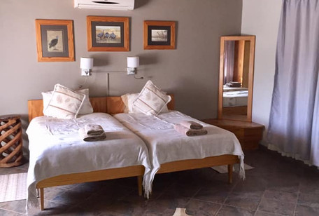 Guinea_Fowl_Bedroom