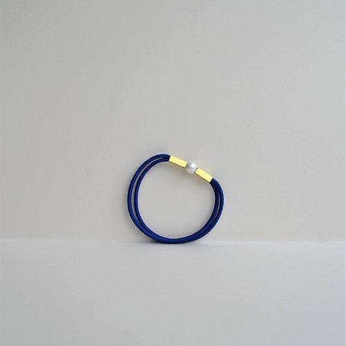 Single Pearl Bracelet In Electric Blue