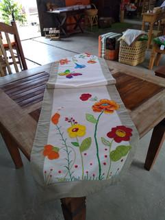 Caminhos de mesa com aplicação