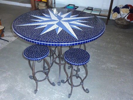 Mesa com mosaico