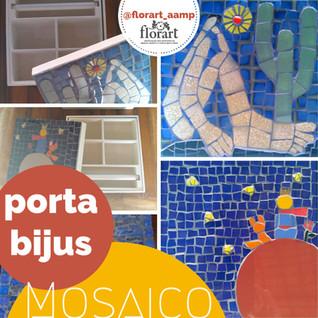 Caixas com mosaico