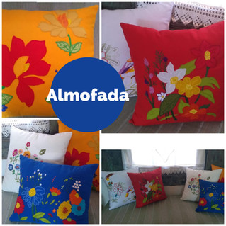 Almofadas com bordado livre mais aplicação de tecidos
