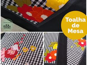 Toalha de mesa com aplicações