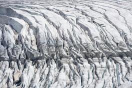 glacier-Gletscherspalt-Zermatt-soonpast.JPG