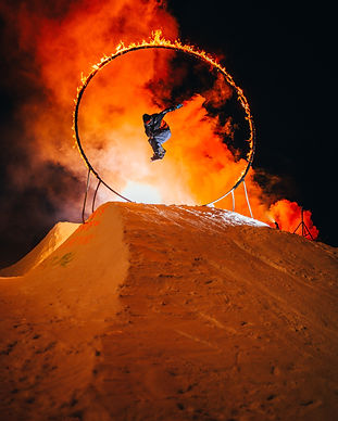 ski-exhibition-on-fire-show-3716087.jpg