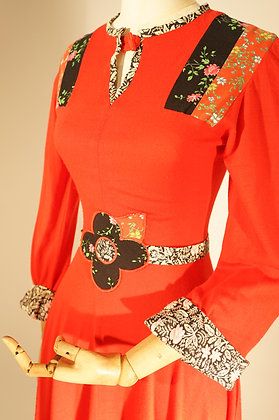 RED VINTAGE DRESS WITH DAISY DETAIL & FLORAL TRIM