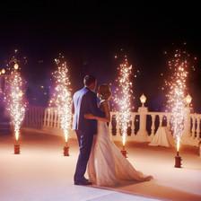 DJ Alex Finger - Hochzeitstanz mit Sparklern draußen