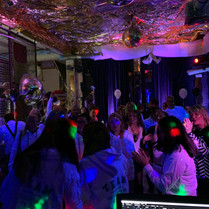Tanzfläche voll, Party läuft!.jpg
