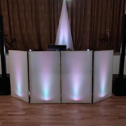 DJ Alex Finger - beleuchtete DJ-Fassade groß.