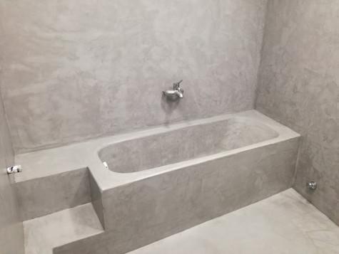 Πατητή τσιμεντοκονία σε μπάνιο