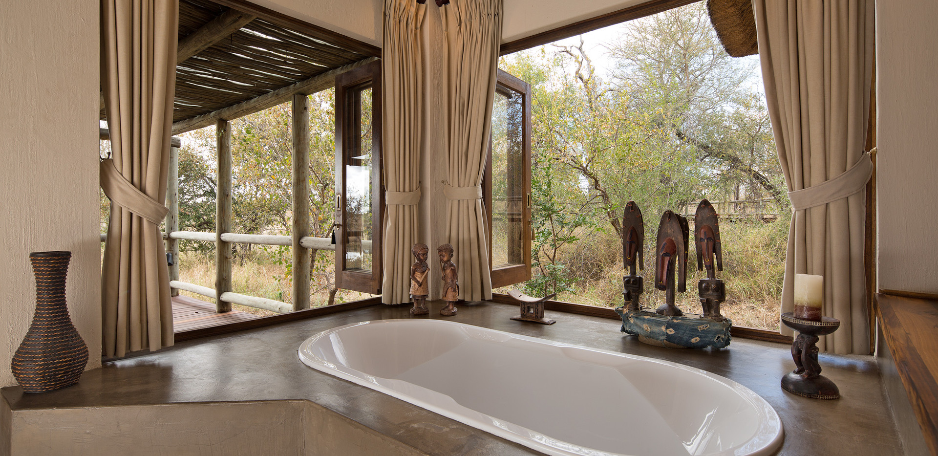 relax in the tub at Weaver's Nest Lodge