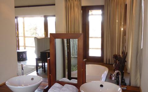 Bathroom at Weaver's Nest Lodge