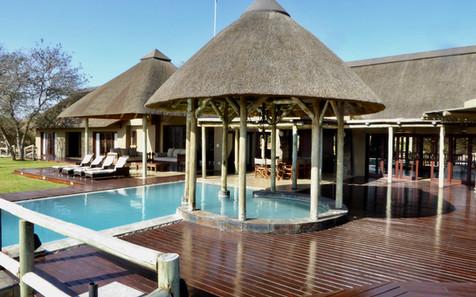 Invinity pool at Weaver's Nest Lodge