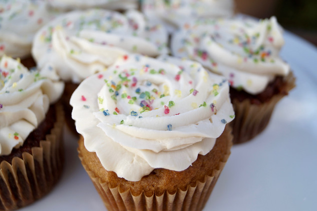 vanilla or lemon cupcakes