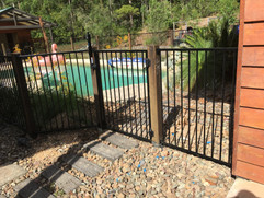 Aluminium Pool Fence with timber posts.j