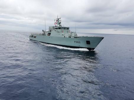 Navio da Marinha presta auxílio a velejador solitário britânico no mar dos Açores