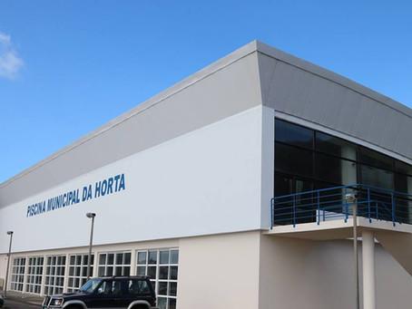 Município da Horta lança empreitada de melhoria da eficiência energética da Piscina Municipal