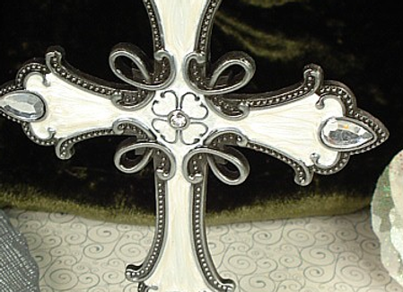2224 - Large metal cross with base white silver