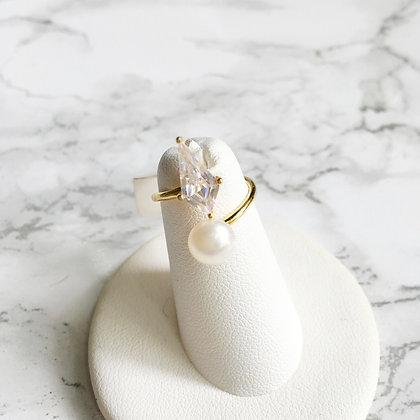 Anillo Dorado Circonia y Perla