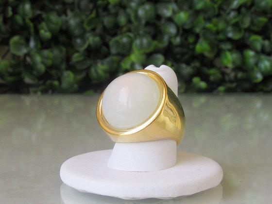 Anillo Dorado y Piedra Blanca