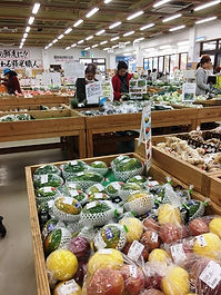 Yuratiku ichiba Ishigaki market vegetables fruits