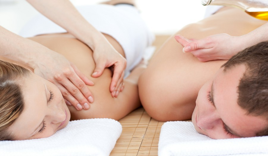 COUPLES DEEP TISSUE MASSAGE