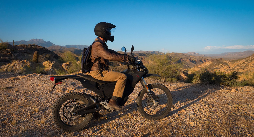 Riding a Zero FX electric dirtbike in Arizona, looking for the lost Dutchman's mine!