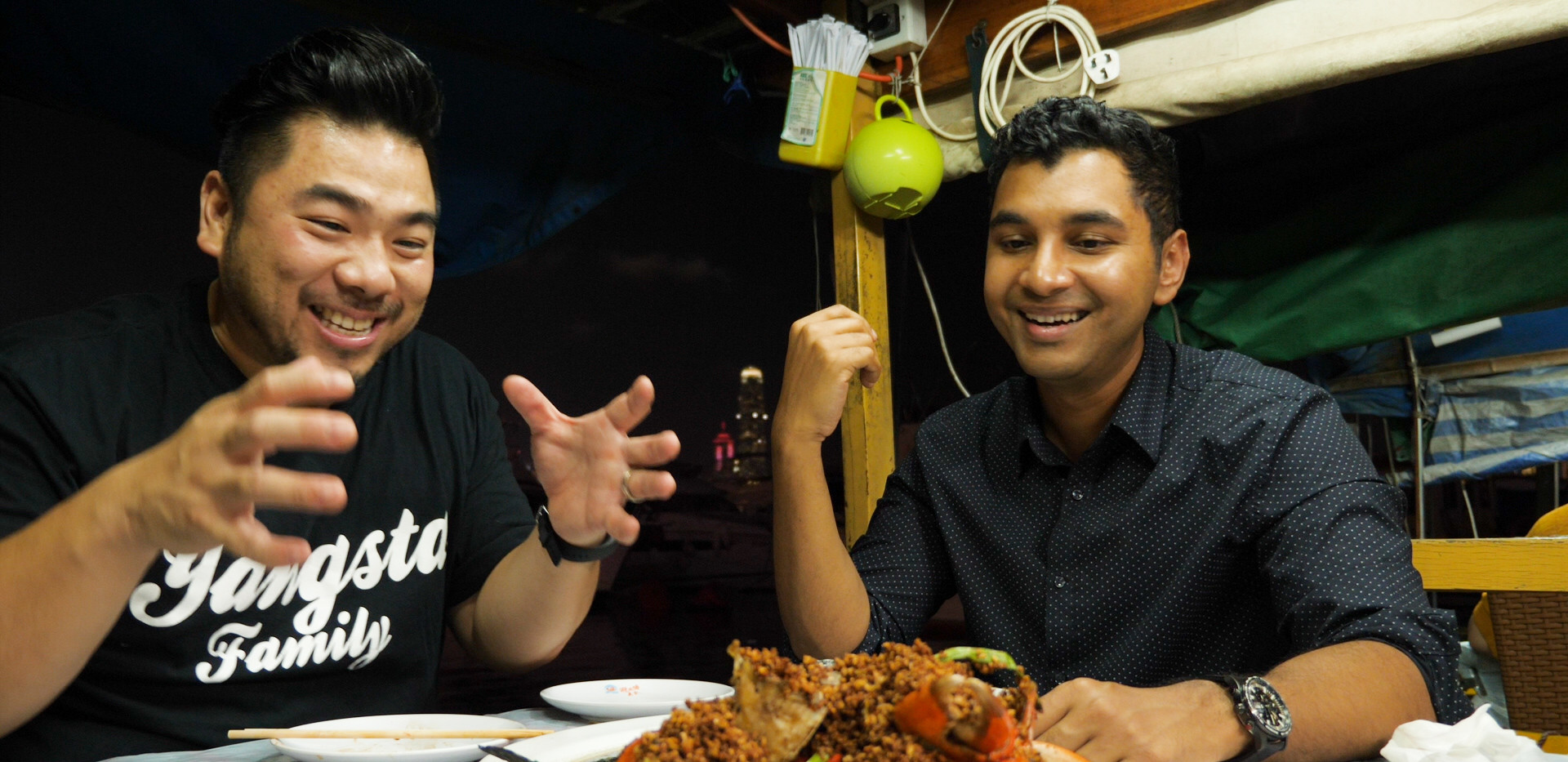 Sashi & Christian ready to dig into the iconic Typhoon Shelter crab