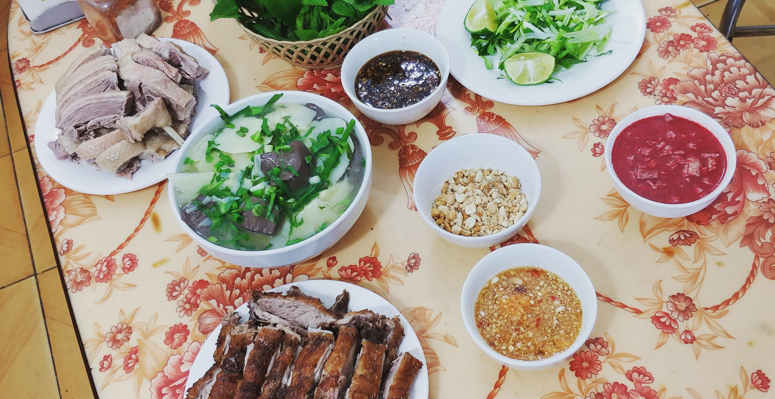 A trip to the market and this is the final result; a full on Vietnamese meal, cooked by Sashi himself!