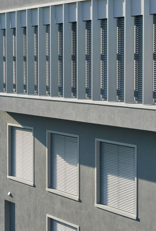 Aluminium, Apartment, Architecture < Labels < Diego Alborghetti, Balcony, Brutalist architecture, Building, Commercial building, Condominium, Daylighting, Facade, Home, House, Line, Metal < Labels < Diego Alborghetti, Pattern, Property, Real estate, Rectangle, Residential area, Roof, Steel, Tower block, Window