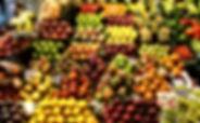 Stand de fruits variés
