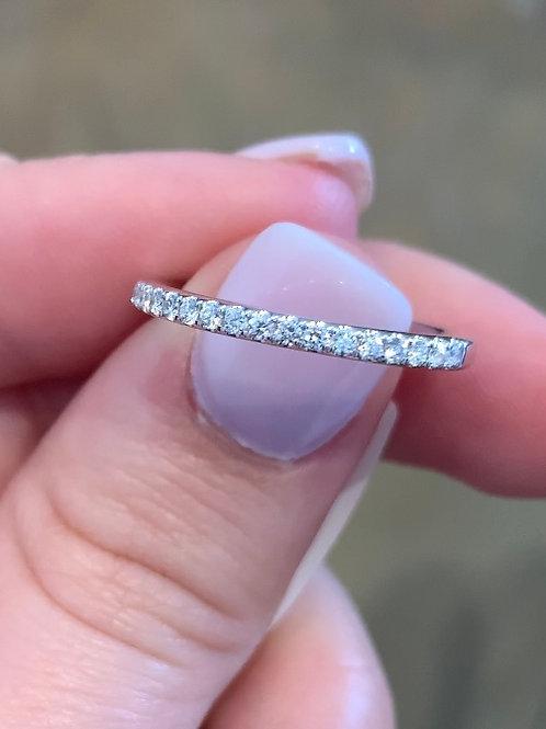 0.18ctw Diamond Band