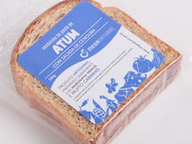 Pasta de Atum com Salada de Cenoura no Pão de Forma Integral