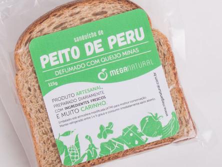 Peito de Peru e Queijo Minas no Pão Integral