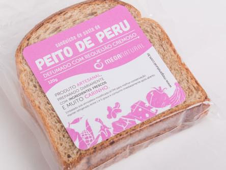 Pasta de Peito de Peru com Requeijão Cremoso no Pão Integral