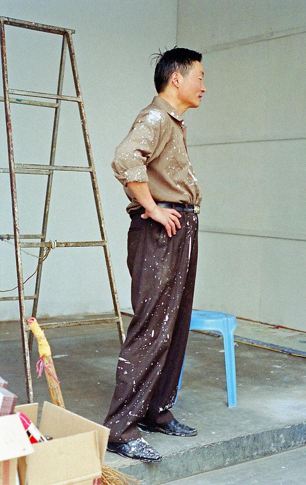 EmmaSywyj_Man Painting, China.jpg