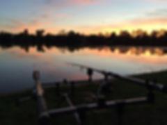 photo de pêche au crépuscule
