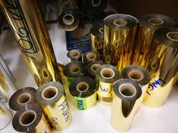 Širok izbor zlatih folij za zlatotisk - od mat, do visokega sijaja in od odtenkov rumene do rjave