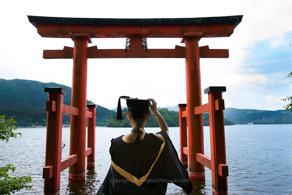 Graduate at the Hakone Shrine