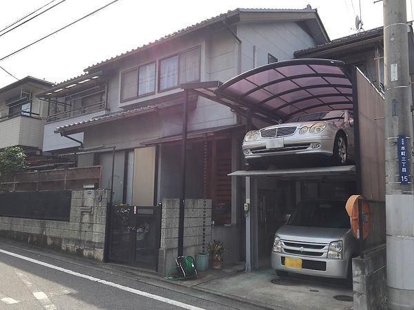 Two car parked on top of each other, family in Japan