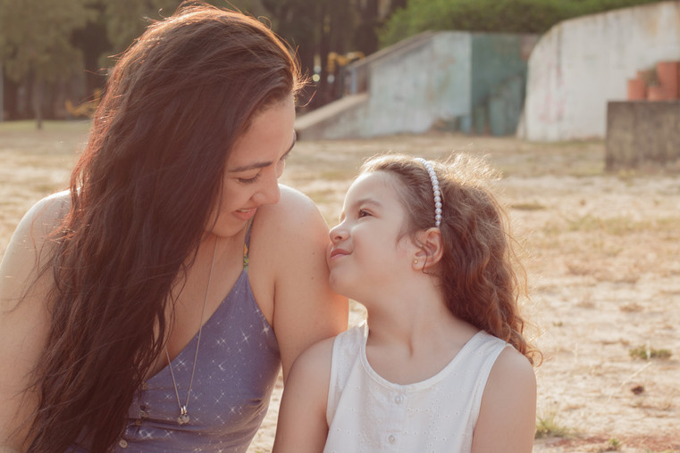 Mãe e filha, Regi e Malu.