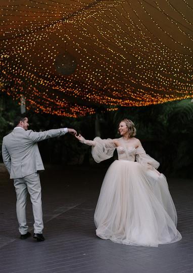 Tealily Weddings