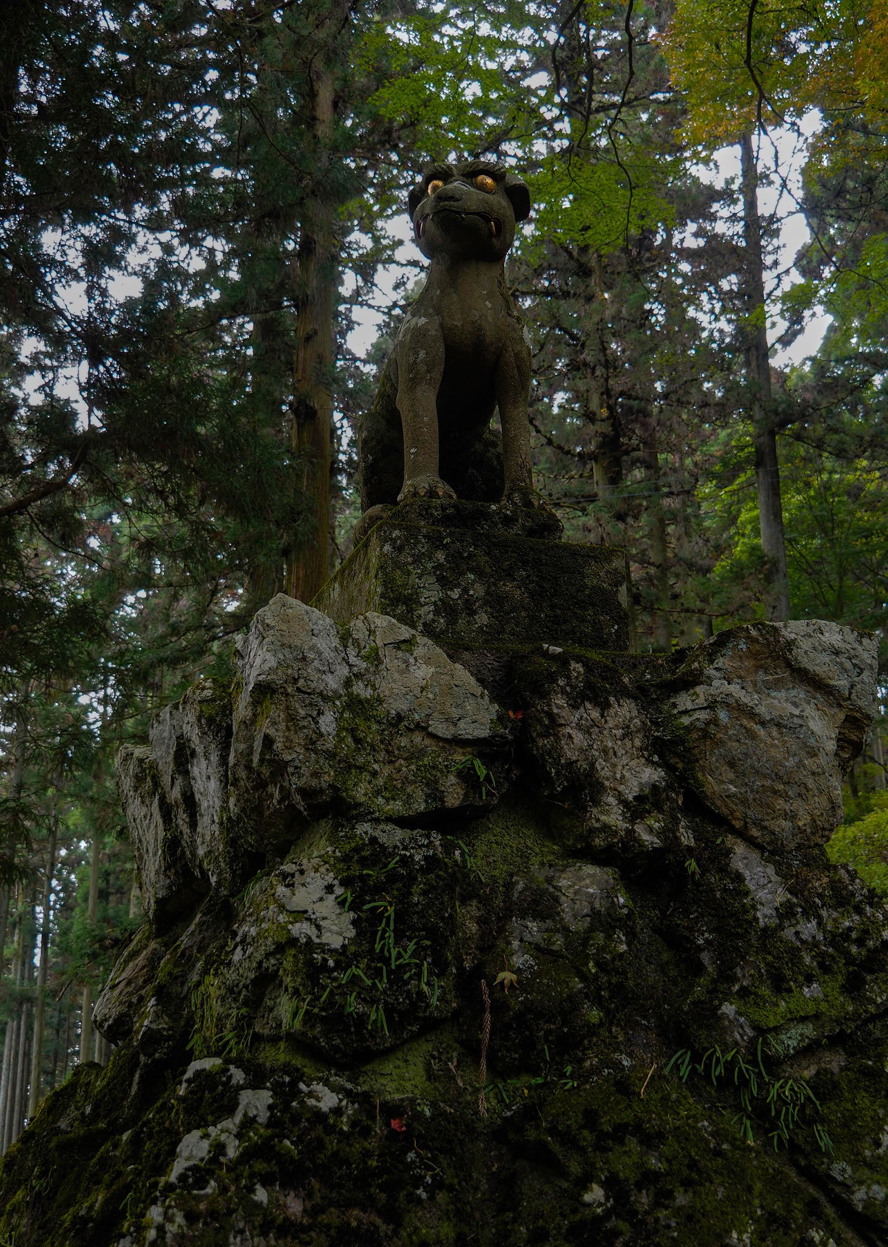城峰神社の狛狼像